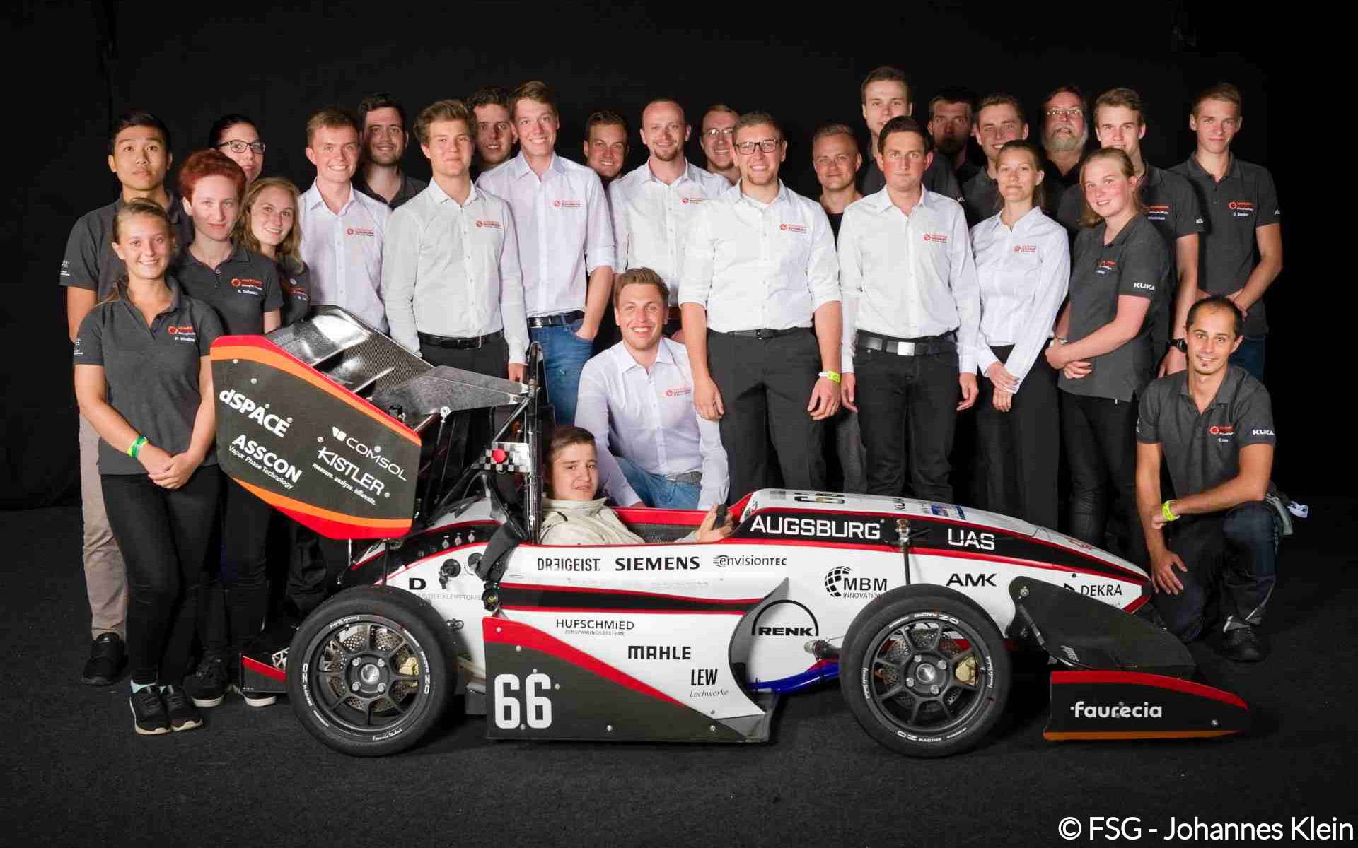 FSG 2017 Gruppenbild Team und Rennwagen